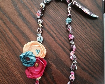 Teething/nursing necklace with removable flower clip
