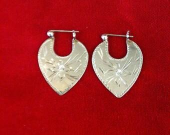 10 k Yellow Gold Beautiful Design Heart Earrings. 2.5 Gm, Free Shipping.