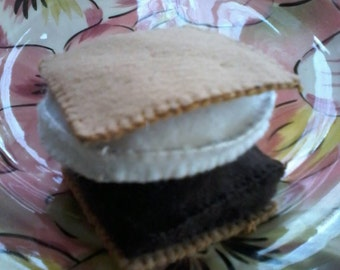 Felt s'more appr. 2.5 inches square.