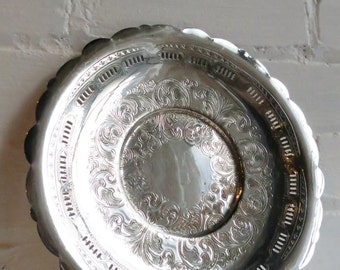 Round Shallow Receiving Entryway Vanity Dish with Scalloped Edge. Entryway tray. Silver tray.