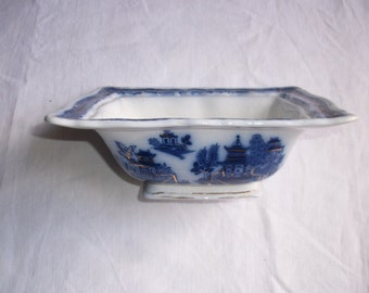 English Pottery WILLOW BLUE and WHITE Gilded Dish Pountney & Bristol 1920s-30s