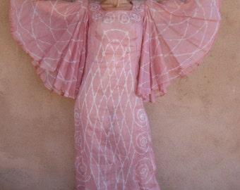 Vintage 1960s Batik Maxi Dress Bell Sleeves Salmon Pink Small B35 W30 2014513