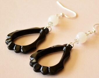 Vintage Lucite Black Scallop Hoop Earrings, Mod Style Black Hoops, Retro Hoop Earrings, Handmade