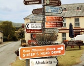 Crazy Irish Road Signs, Durrus, Co. CORK, Irland-Foto, Sheep's Head, Dörfchen, Sheep's Head Drive, Pub Schild, Bantry Bay, irische Geschenk