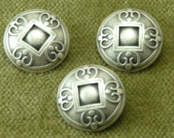 Lovely Scroll work Antique Silver Heart Buttons      5935  E19