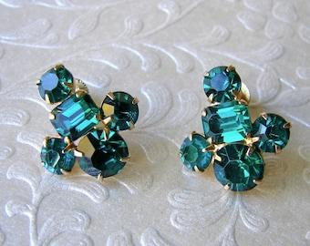 Coro Emerald Christmas Green Rhinestone Earrings Vintage Costume Jewelry Gold Screw Back Formal Ballroom Pageant Prom Wedding Bridesmaid