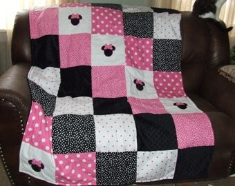 """Minnie Traditional Quilt Personalized Applique Minky Backing 45"""" x 64  X-Lg. Crib or Toddler Bed Made to Order"""