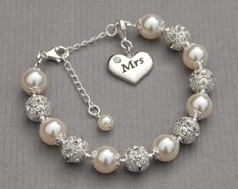 Mrs Charm Bracelet, Just Married Jewelry, Mrs Gift, Mrs Jewelry, Bridal Bracelet, Bridal Shower Gift, New Bride Bracelet, Romantic Wedding