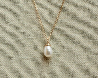 Freshwater Teardrop Pearl Necklace, Pearl Bridal, Bridesmaid Necklace, Simple Pearl Necklace, Pearl Pendant, Gold or Silver