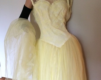 Vintage mid century 50s 60s lace and tulle prom dress / formal dres
