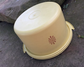 Vintage 1970's Dark Yellow Harvest Gold Tupperware Cake Carrier Taker