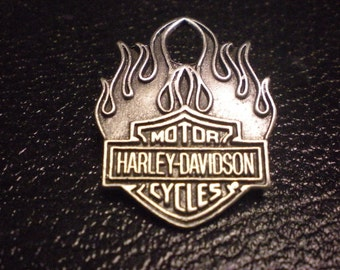 OLD SCHOOL vintage harley davidson pin. shield with flames FANTASTIC