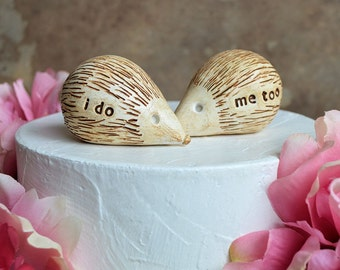 Wedding cake topper ... hedgehogs that say i do, me too ... perfect for a rustic wedding
