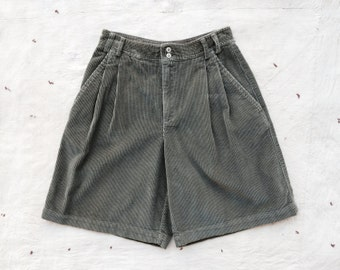 vintage c. 1980s olive green wide wale corduroy high waist shorts, m