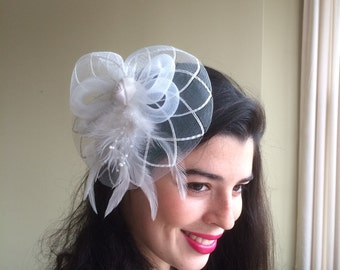 SINAMAY FASCINATOR , with Feather, Off White  /  F - 36
