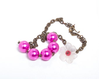 Honeysuckle Pink Vintage Style Glass Pearl Necklace