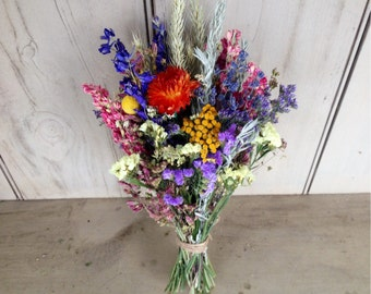 Loose bundle of dried flowers to fit in your vase or mason jar.  Your choice of colors.  Great for your wedding centerpiece.