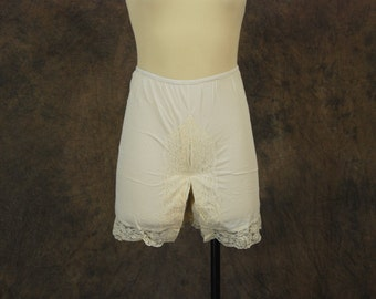 CLEARANCE vintage 60s Bloomers - White Nylon and Ruffled Lace Tap Pants Pettipants Sz S