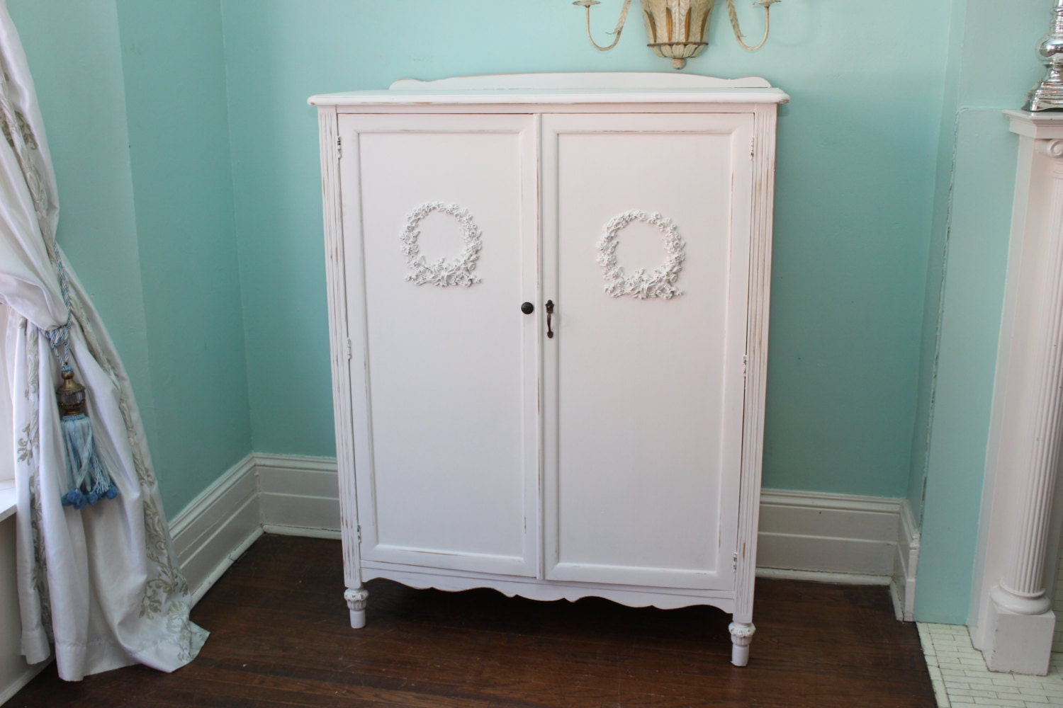 shabby chic armoire 28 images shabby chic armoire. Black Bedroom Furniture Sets. Home Design Ideas