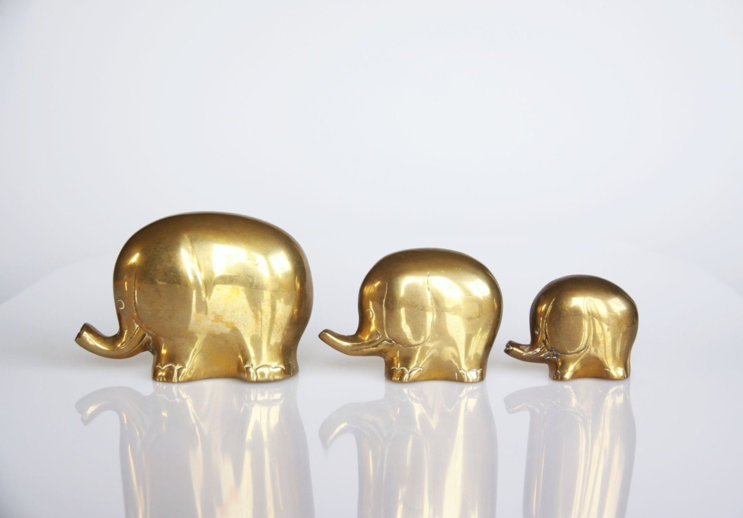 Vintage brass elephant family brass home decor set of 3 for Brass home decor