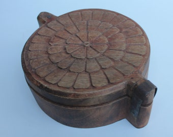 UNIQUE Round Carved Wooden box with Swivel Lid and 5 compartments Treasure Trinket Box Must see!