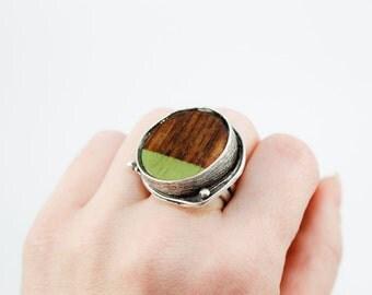 Adjustable Ring - Exotic Wood Veneer Dipped in Green Paint (Round / Silver)