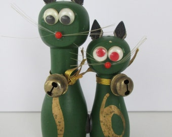 Adorable Cat Couple Salt and Pepper Shakers