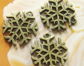 6 pcs - 20mm antique brass snowflake charms(CM016)