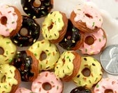 Donut Cabochon - 20mm Delicious-looking Flaky 3D Donuts with Frosting and Sprinkles Flatback Resin Cabochons - 6 pc set