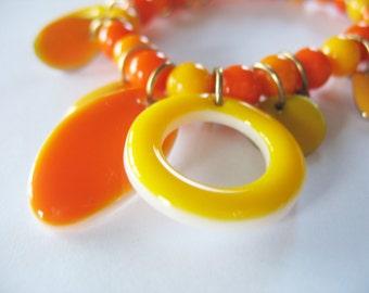 Charm Bracelet Shell Enamel Orange Yellow White 1980's Stretch