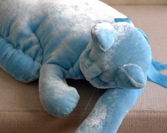 A Cerulean Blue Velvet Cat