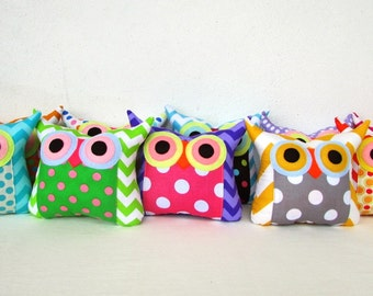 10 TEN Owl pillows/Zig zag and dots /owl party favor/make to order