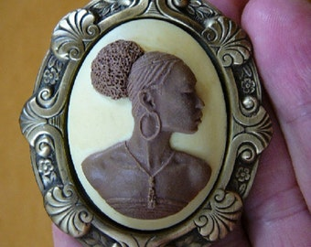 RARE African American LADY ivory + brown oval CAMEO brass Pin Pendant jewelry (CA20-5)
