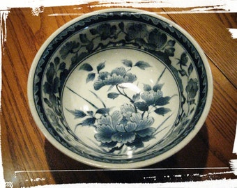 VINTAGE Dk Cobalt Blue & White Asian Floral Porcelain Soup Noodle Rice Bowl Chinese/Japanese Chinoiserie Geometric Pattern Rare Makers Mark