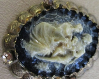 Vintage costume jewelry   /   CAMEO NECKLACE