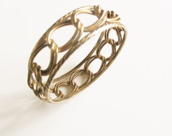 Ornate, filigree textured 1970s scrollwork mesh statement looped brass gold plated bangle
