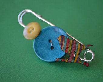 Button Bothy Kilt Pin Brooch Bird Yellow Blue Rainbow