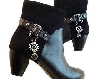 Retro Steampunk Gears Black Leather Suede Ankle Boots // High Heel Women Size 9M // Naturalizer Comfort // Gunmetal Studs Buckle Like New