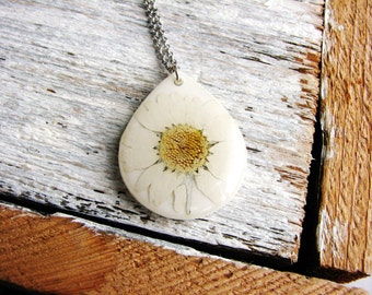 White Daisy Pendant Necklace White Flower Necklace Botanical Resin Jewelry Pressed Flower Necklace Delicate Nature Jewelry Garden Lover
