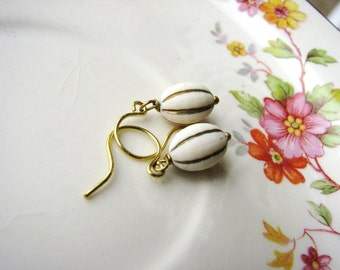 Cream Vintage Bead Earrings Little Ivory and Gold Earrings Bead Earrings Simple Earrings Bridal Wedding Earrings Minimalist Jewelry