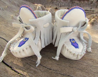 "Baby Moccasins By Desi, ""Little Owl"", 3-6 months, Beaded, White Leather, first walking shoes, fringe Moccs, Softed Soled, bird, Girl, Boy"