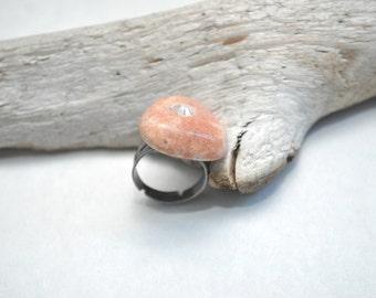 Beach Pebble Ring - Brass Flower
