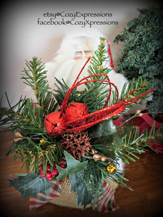 Primitive Santa Arrangement