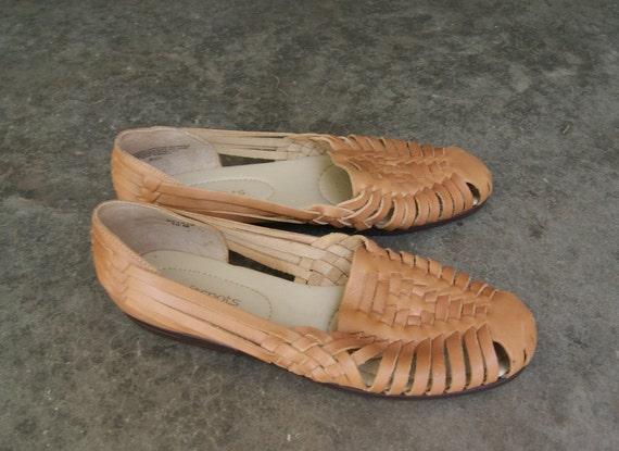 bce3a37f73b6 Vintage Khaki Tan Huarache Style Sandals by hipandvintage on Etsy