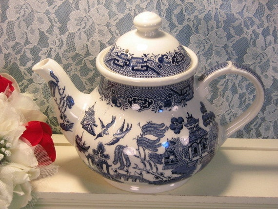 Vintage Churchill Staffordshire England Blue Willow Teapot