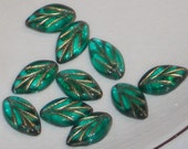 N1202 Vintage Leaf Beads Leaves Czech Glass Pressed Rare Drops Emerald NOS