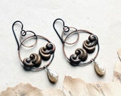 Waves earrings antique stamping hoops vintage Japanese faux pearl drops one of a kind Nacre Cuivrée collection by Lucie Tales