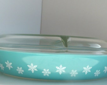 Pyrex Oval Casserole Divided Dish Turquoise with White Snowflakes and Clear Glass Lid