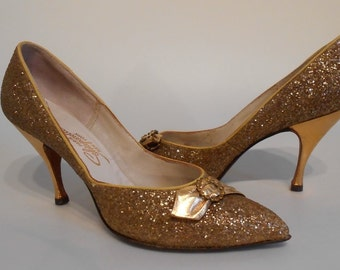 Deck These Halls with Glitter - Vintage 1950s Gold Metallic Glitter Schiaparelli Pumps - 7/7.5