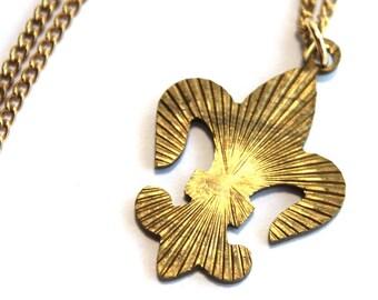 Vintage 1960's Fleur De Lis Necklace // French Monarchy Heraldry // Armour // 50s 60s Novelty Necklaces // Handmade Vintage Jewellry